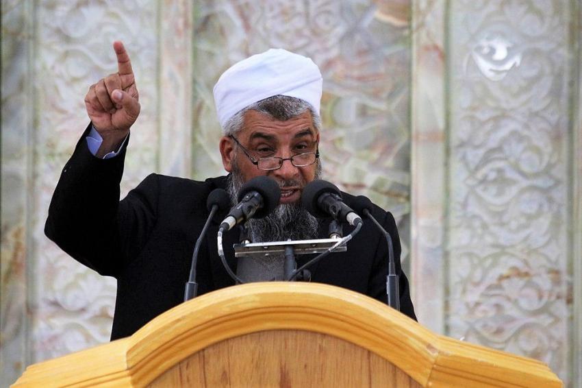اولین ویژگی یک مسلمان کامل، خیرخواهی و تلاش برای رفع مشکل برادر مسلمان است